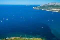 Barcos na baía do ` Azur da costa d Imagens de Stock Royalty Free