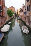 Barcos na canaleta de Veneza Fotos de Stock