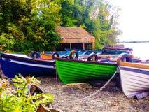 Barcos na costa fotos de stock royalty free