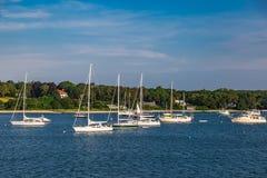 Barcos na costa de mar no bacalhau de cabo miliampère Fotografia de Stock Royalty Free