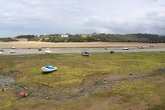 Barcos na costa, em San Vicente de la Barquera Foto de Stock Royalty Free
