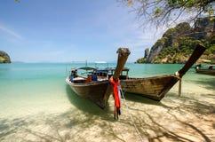 Barcos na ilha Imagem de Stock