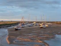 Barcos na maré baixa Imagens de Stock Royalty Free