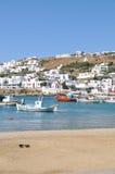 Barcos na margem de Mykonos, Grécia Fotografia de Stock