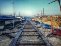 Barcos na praia imagem de stock royalty free