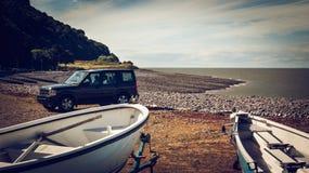 Barcos na praia da telha, Minehead Fotos de Stock Royalty Free