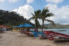 Barcos na praia das caraíbas no lindo Panamá do puerto fotografia de stock