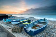 Barcos na praia de Selsey imagem de stock