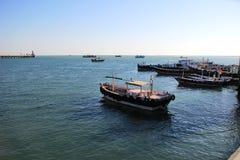 Barcos, naves y agua de mar fotografía de archivo