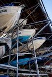 Barcos no armazenamento de cremalheira Fotos de Stock
