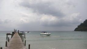 Barcos no cais da ilha do coco do paraíso Imagens de Stock Royalty Free