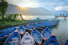 Barcos no cais, lago Phewa, Pokhara, Nepal Fotografia de Stock Royalty Free