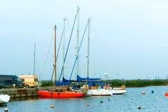Barcos no cais, barcos na água Foto de Stock Royalty Free