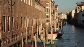 Barcos no canal de Veneza fotos de stock