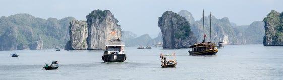 Barcos no louro longo do Ha Fotos de Stock Royalty Free