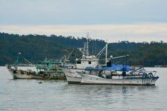 Barcos no mar do Sul da China, Kota Kinabalu, Malásia Fotos de Stock Royalty Free