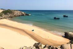 Barcos no mar em Khanh Hoa, Vietname Imagens de Stock