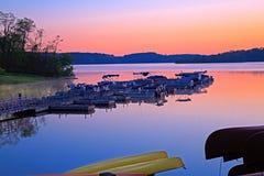 Barcos no nascer do sol imagem de stock royalty free