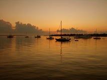Barcos no nascer do sol Fotografia de Stock