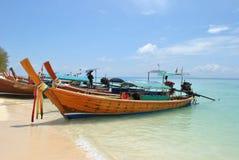 Barcos no oceano Imagens de Stock