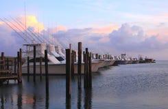 Barcos no por do sol fotografia de stock royalty free