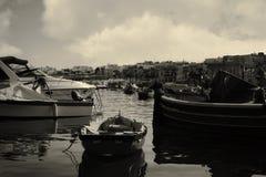 Barcos no por do sol em Marsaxlokk, Malta imagens de stock