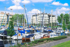 Barcos no porto Huizen. Fotografia de Stock