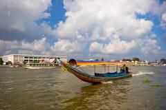 Barcos no rio Imagens de Stock
