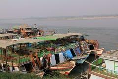 Barcos no rio de Irrawaddy Fotos de Stock Royalty Free
