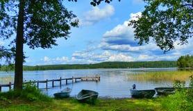 Barcos pelo lago foto de stock