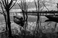 Barcos pequenos e reflexões Fotos de Stock Royalty Free
