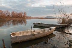 Barcos pequenos em um lago Fotos de Stock Royalty Free