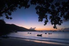 Barcos perto da costa Foto de Stock