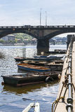 Barcos perto da costa Imagens de Stock Royalty Free