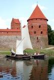 Barcos perto do castelo Imagens de Stock Royalty Free