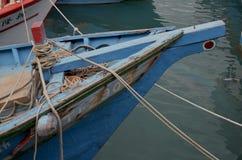 Barcos pesqueros en el puerto de Fugang, costa del este del ` s del condado de Taitung, Taiwán Fotografía de archivo