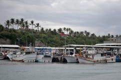 Barcos pesqueros en el puerto de Fugang, costa del este del ` s del condado de Taitung, Taiwán Fotografía de archivo libre de regalías