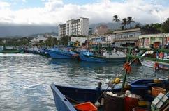 Barcos pesqueros en el puerto pesquero de Hsin-kang, costa del este del ` s del municipio de Chenggong, el condado de Taitung, Ta Foto de archivo libre de regalías