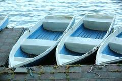 Barcos plásticos no parque foto de stock