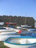 Barcos por el castillo imágenes de archivo libres de regalías