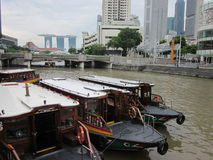 Barcos por el río Imagenes de archivo