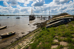 Barcos que descansam na bacia de Heybridge Foto de Stock