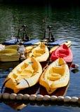 Barcos que esperan para ser alquilado Fotos de archivo