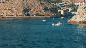 Barcos que navegan en el mar Timelapse metrajes