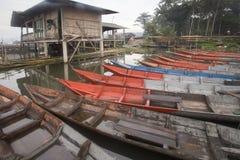 Barcos que parquean en Rawa que encierra el lago, Indonesia Fotografía de archivo libre de regalías