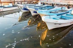 Barcos refletidos em Rio Lagartos imagens de stock royalty free