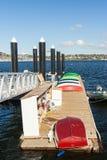 Barcos a remos coloridos imagem de stock