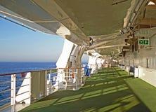 Barcos salva-vidas e barcos macios em um navio Foto de Stock