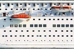 Barcos salva-vidas no navio de cruzeiros do moder Imagem de Stock Royalty Free