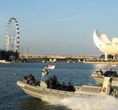 Barcos singapurenses de la velocidad de la marina de guerra imagenes de archivo